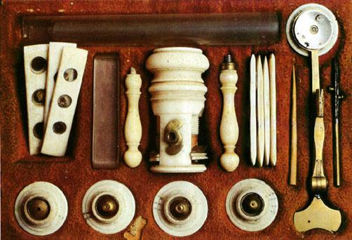 Microscopio XVIII sec. - Basilea, Museo di Storia della Farmacia