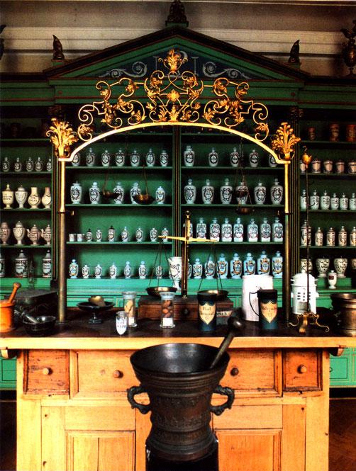 Farmacia dell'epoca Impero (inizi XIX sec.) – Pharmazie Historisches Museum, Basilea