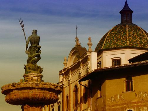 Trento - Fontana del Nettuno e Chiesa dell'Annunziata