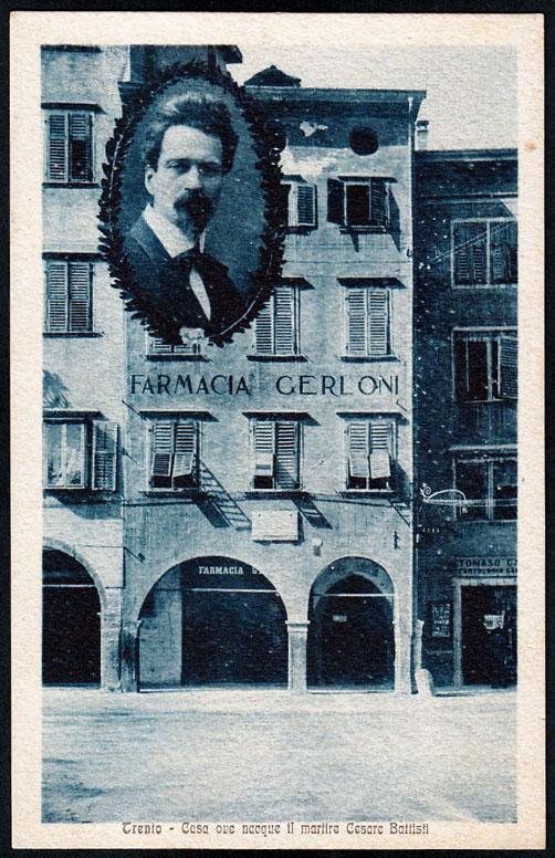 Trento - Palazzo Gerloni, erroneamente indicato come casa natale di Cesare Battisti, in una cartolina degli anni '30. Oggi l'edificio, che fu sede di una delle più antiche farmacie di Trento, versa in uno stato di deprecabile abbandono.